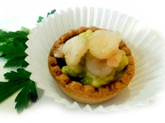Tartlets with avocado and prawns paste